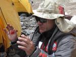 Jerzy Natkański-kierownik wyprawy na Broad Peak Middle zaklina pogodę